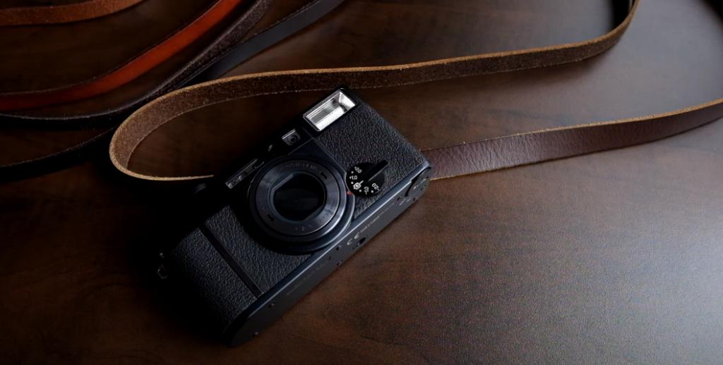 Adjustablity of leather camera strap